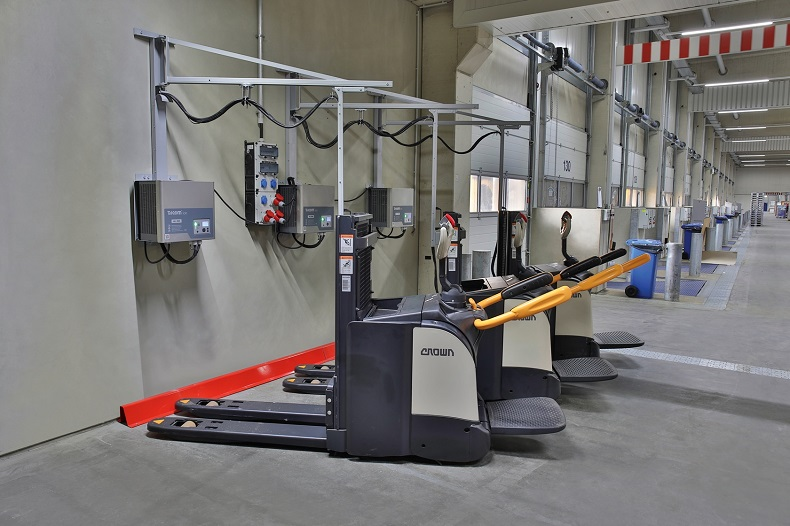 Dachser_Li-Ion Ground conveyors charging at Dachser cross docking hall